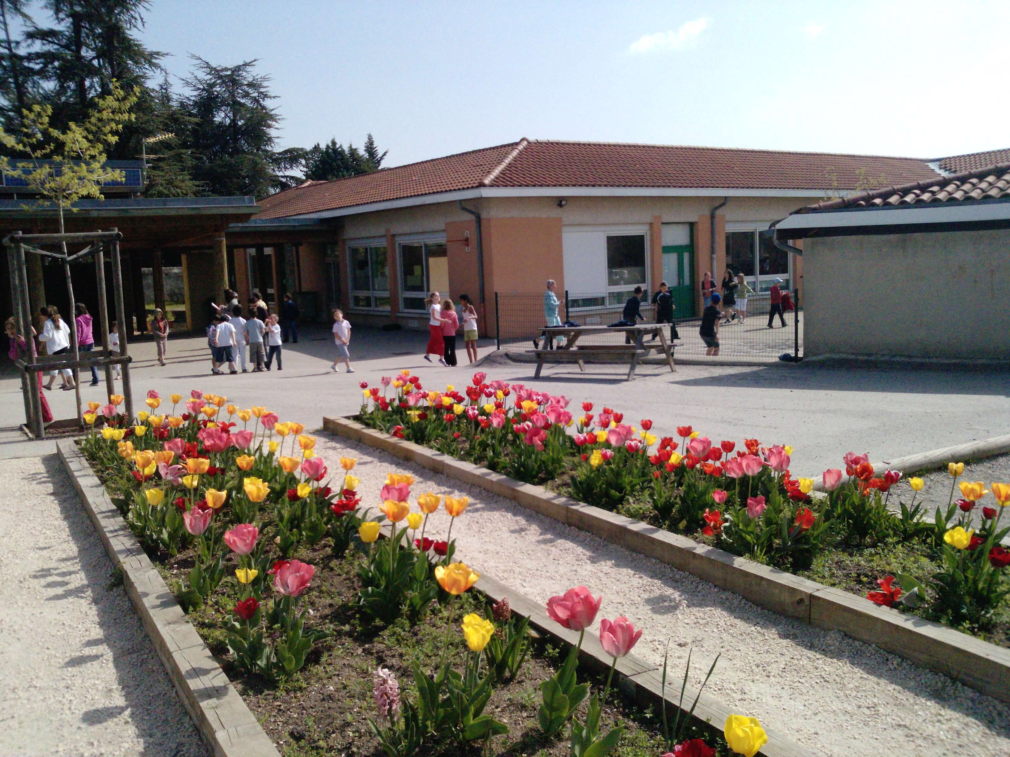 Mairie de mornant le p riscolaire for Piscine de mornant